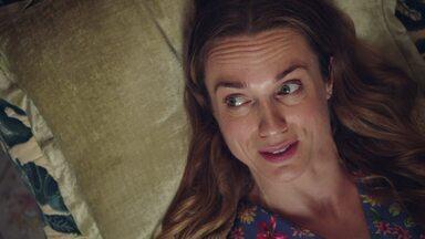 Episódio 2 - Laura está animada com a primeira sessão de terapia. Katie tenta conquistar o afeto da filha. Nervosa com o jantar com os pais de Martin, Alison convence as amigas a acompanhá-la.