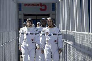 Separação - Em 2033, a tripulação do Providência 1 se prepara para a primeira viagem a Marte, mas o lançamento não sai como planejado.