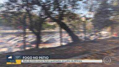 Incêndio atinge veículos em pátio da BHTrans neste domingo - Incêndio atinge veículos em pátio da BHTrans neste domingo