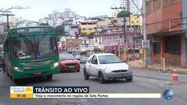 Comunidade reclama de transtornos ocasionados por obras na região de Sete Portas - O trânsito está complicado na região.