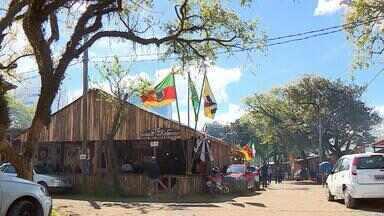 Piquetes do Acampamento Farroupilha estão quase finalizados - Neste domingo (1) o Parque Farroupilha já recebeu os primeiros visitantes.