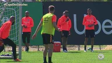 Odair inicia preparação com treino de reservas e sem Wellington Silva - Assista ao vídeo.