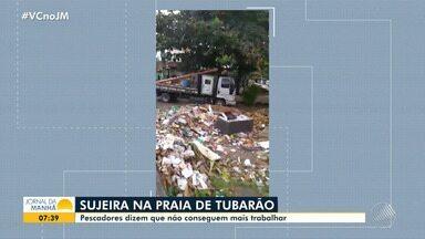 Lixo: moradores e pescadores reclamam da sujeira na Praia de Tubarão, no Subúrbio - Depois de uma obra no local, o problema se agravou e tem causado transtornos para a comunidade.