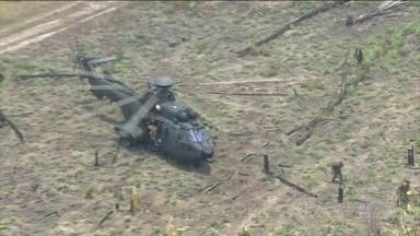Exército intensifica combate ao fogo no Sul do Amazonas - Região concentra 86% dos focos de calor no estado. Dois helicópteros do Exército se revezam nos sobrevoos à floresta.