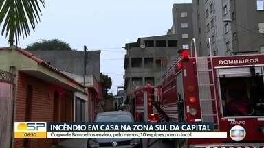 Incêndio mobiliza bombeiros na Zona Sul de São Paulo - Pelo menos dez equipes do corpo de bombeiros foram chamadas para atender a ocorrência no Capão Redondo.