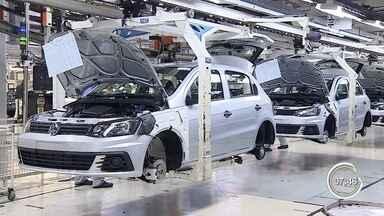 Volkswagen põe trabalhadores em férias coletivas em Taubaté - Medida, para adequar oferta à demanda de exportações para a Argentina, tem validade de 10 dias.
