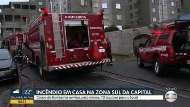 Bom Dia SP - Edição de quarta-feira, 04/09/2019 - Dois jovens morreram após serem baleados na Zona Norte de São Paulo. Homem flagrado espancando mulher em Barueri se entrega à polícia. Incêndio mobiliza bombeiros na Zona Sul de São Paulo.