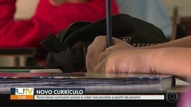 RJ ainda não aprovou a nova base curricular para as escolas públicas - A nova base curricular passa a valer a partir de janeiro e o assunto foi discutido em um seminário na Fundação Getúlio Vargas.