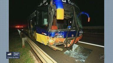 Homem morre em acidente com ônibus de São Sebastião do Paraíso (MG) - Homem morre em acidente com ônibus de São Sebastião do Paraíso (MG)