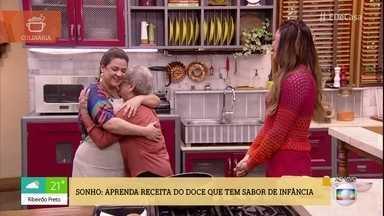 Palmirinha faz surpresa para neta boleira no 'É de Casa' - Adriana Rosa vai ao programa preparar um delicioso sonho para o café da manhã