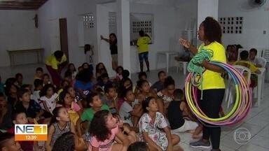 Projeto 'Não estou online agora' promove brincadeiras fora do mundo virtual no Recife - Crianças são estimuladas a se conectarem pessoalmente.
