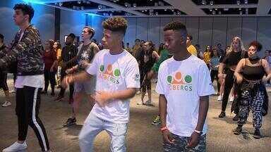 Alunos da Acbergs participam do Festival Internacional de Danças Urbanas em Porto Alegre - Professor do Rio de Janeiro dá aula de funk para gaúchos.