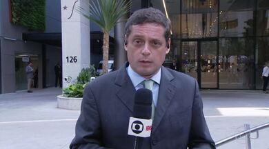 Presidente Bolsonaro passa por cirurgia em São Paulo - O procedimento, que começou por volta das 7h deste domingo (8), é para corrigir uma hérnia.