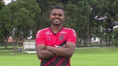 Nikão do Athletico-PR revela sua história de vida - Nikão do Athletico-PR revela sua história de vida
