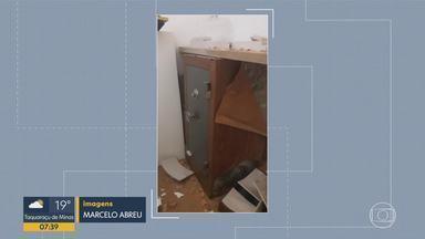 Bandidos fazem buraco em parede e invadem joalheria na Savassi, em BH - Suspeitos foram presos em flagrantes. Mala com cerca de R$ 300 mil em joias foi recuperada.
