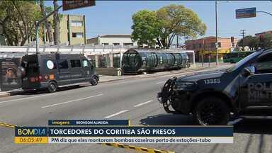 Torcedores do Coritiba são presos na capital - PM diz que eles montaram bombas caseiras perto de estações-tubo