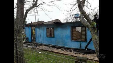 Mulher morre durante incêndio em residência em Salto do Jacuí - Outro incêndio atingiu uma empresa de Caxias do Sul.