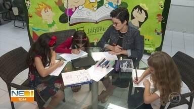 Praticantes da escrita 'lettering' resgatam criatividade das caligrafias no Recife - Prática serve como hobbie e forma de ganhar dinheiro.