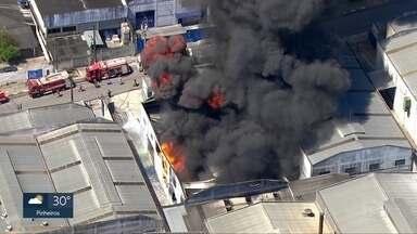 Incêndio em Santana de Parnaíba - Fogo em fábrica de tintas mobiliza Bombeiros.