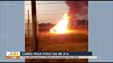 Carros sofre pane elétrica e pega fogo na BR-316 - Carros sofre pane elétrica e pega fogo na BR-316