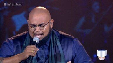 Cantor Elri Él, de Taubaté, segue no The Voice - Ele participou da segunda Rodada de Fogo.