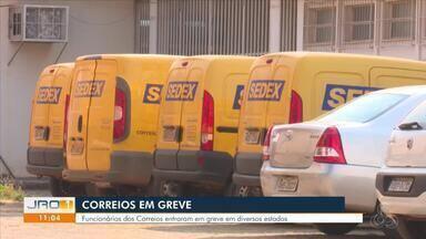Funcionários dos Correios entram em greve - Greve acontece em diferentes estados.