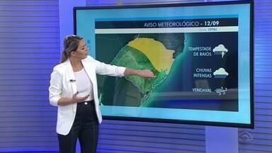 Chuva permanece em quase todo o RS e tem alerta de temporal na Região Norte nesta quinta - Sensação de frio predomina no estado.