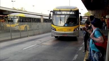 200 ônibus da capital vão aceitar cartões de débito e crédito - Novo sistema de pagamento começa na segunda-feira, em fase de teste