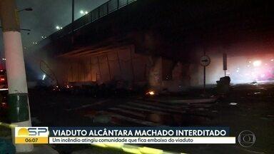 Incêndio atinge Viaduto Alcântara Machado - Mais de 130 famílias ficaram desabrigadas.