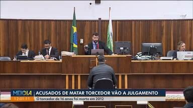 Acusados de matar torcedor vão a julgamento - O torcedor do Paraná Clube, de 16 anos, foi morto em 2012.