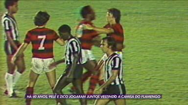 Há 40 anos, Pelé e Zico jogaram juntos vestindo a camisa do Flamengo - Há 40 anos, Pelé e Zico jogaram juntos vestindo a camisa do Flamengo