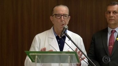 Médicos retiram sonda nasogástrica do presidente Jair Bolsonaro - Médicos decidiram prorrogar o afastamento de Bolsonaro do cargo por mais quatro dias.