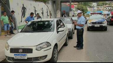 Ação para conscientizar sobre o transporte irregular de passageiros acontece em Cachoeiro - Prefeitura está apertando o cerco contra o transporte irregular de passageiros.