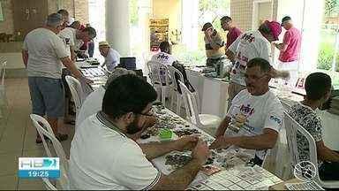 Colecionadores participam de encontro em Garanhuns - Objetos antigos estão expostos