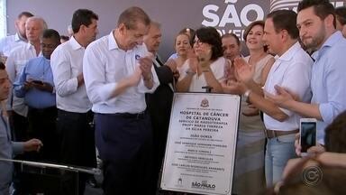 Governador João Dória participa de inauguração de ala de tratamento de câncer em Catanduva - O governador do Estado de São Paulo, João Dória, participou de inauguração de ala de tratamento de câncer de hospital de Catanduva (SP).