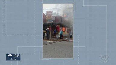 Restaurante é destruído por incêndio em Itanhaém, SP - Segundo o Corpo de Bombeiros, ninguém ficou ferido. Causas são investigadas pela Polícia Civil.