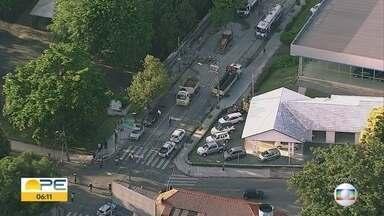 Interdição da Avenida Rui Barbosa é prorrogada para obra - Previsão é de que via fosse parcialmente liberada nesta segunda (16), mas bloqueio segue até a quinta-feira (19).