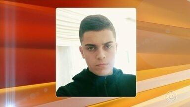 Corpo de adolescente morto em Piedade é enterrado nesta terça-feira - Vai ser enterrado, nesta terça-feira (17), o corpo do jogador de basquete morto em Piedade (SP). Samuel Rodrigues de Carvalho Campo, de 18 anos, foi assassinado por um casal de adolescentes.