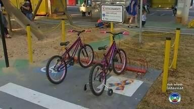 Projeto que leva noções de mobilidade às crianças ganha espaço em Itapetininga - Serviço fica disponível todos os dias no Largo dos Amores. No local, foram instalados semáforos e faixas de pedestres para aprendizagem das crianças.