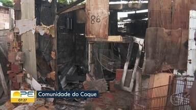 Homem morre durante incêndio em barraco no Coque - Segundo Corpo de Bombeiros, fogo começou pouco após a meia-noite.