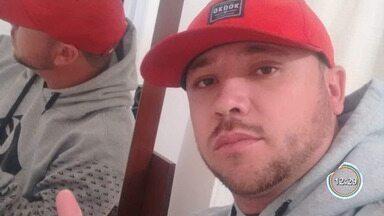 Homem é morto e namorada baleada enquanto dormiam em casa em Cruzeiro - Suspeito invadiu a casa e atirou no casal. Segundo a Polícia Civil, o principal suspeito é o ex-namorado da mulher. Ele conseguiu fugir.