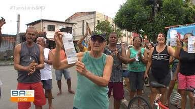 Moradores de Monte Serrat reclamam da falta de abastecimento de água - Comunidade está sem água há uma quinzena e utiliza água do mar para fazer as atividades diárias.