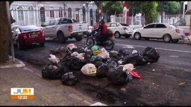 População reclama de coleta de lixo irregular em Belém - Prefeitura informou que dois tratores quebraram no aterro sanitário e por isso alguns roteiros de coleta foram prejudicados nesta terça-feira, 17.