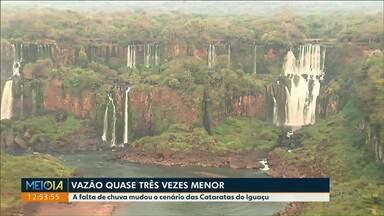 Falta de chuva muda cenário das Cataratas do Iguaçu - Com o volume de água abaixo do normal, várias quedas desapareceram.