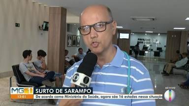 Surto de sarampo assusta a população de Minas Gerais - Segundo a Secretaria Estadual de Saúde, foram confirmados 18 casos de sarampo em MG. Pediatra explica sintomas e cuidados com a doença.