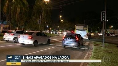 Sinais de trânsito têm apagão, na Lagoa - O trânsito ficou lento na Avenida Epitácio Pessoa.