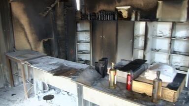 Presidente do Vila Nova lamenta incêndio em loja do clube e estima prejuízo de R$ 150 mil - Suspeita é que ação tenha sido feita por torcedores.