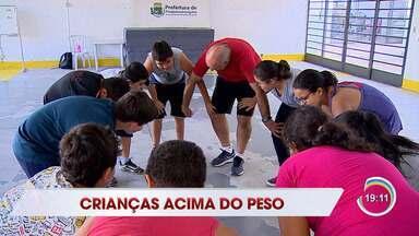 Obesidade tem sido um problema pra mais da metade das crianças do estado de SP - Pinda criou um projeto para elas se exercitarem brincando.