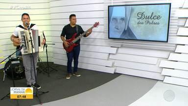 Targino Gondim lança música em homenagem à Santa Dulce dos Pobres - Canção foi apresentada pela primeira vez para o público no JM desta sexta-feira (20).