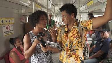 O Vumbora pega trem no subúrbio ferroviário para Itacaranha, onde conhece alguns artistas - O Vumbora pega trem no subúrbio ferroviário para Itacaranha, onde conhece alguns artistas